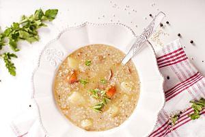Jak zrobić krupnik? Tradycyjna polska zupa z jarzynami i kaszą w sam raz na sycący obiad