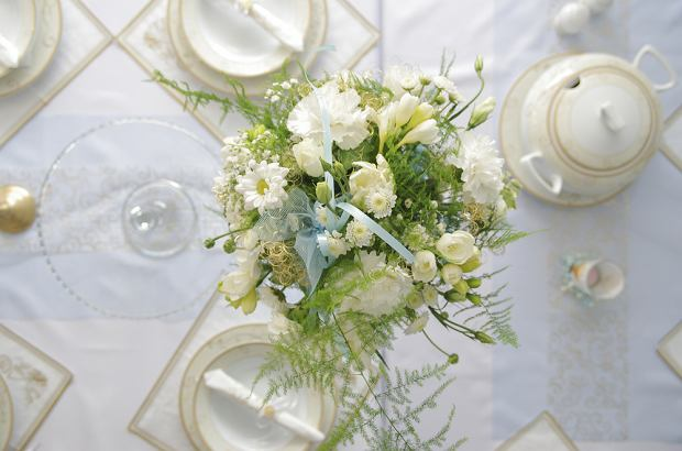 Dekoracje na komunie - ozdoby i kwiaty do wystroju stołu, sali i kościoła