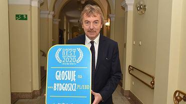 Zbigniew Boniek na korytarzu Urzędu Miasta w Bydgoszczy zachęcał do głosowania w europejskim plebiscycie