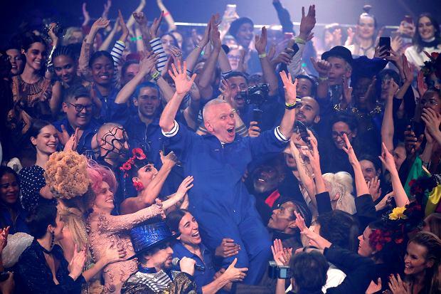 Jean-Paul Gaultier odchodzi na emeryturę, żegnając się spektakularnym pokazem