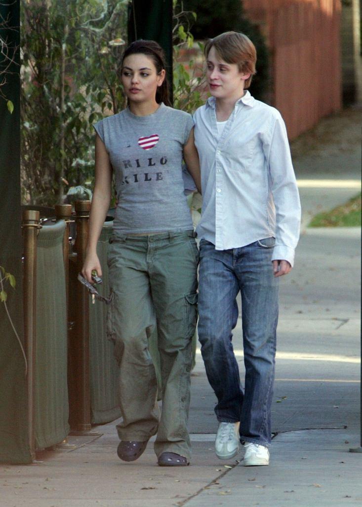 Macaulay Culkin i Mila Kunis