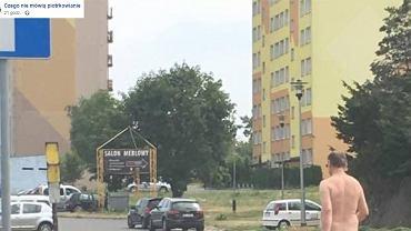 Nagi mężczyzna przechadzał się ulicami Piotrkowa