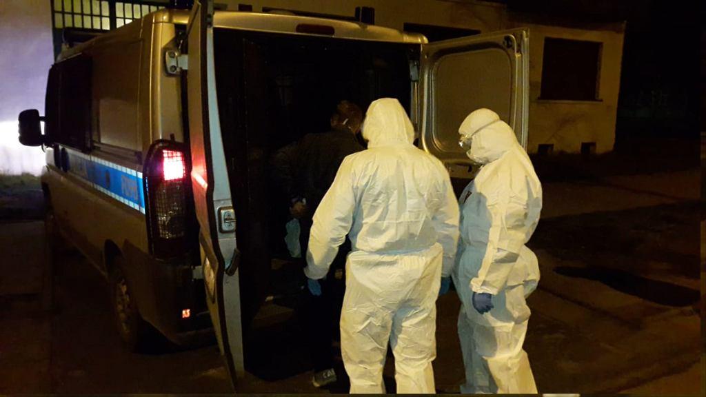 Policjanci zatrzymali pacjenta z objawami koronawirusa, który uciekł ze szpitala w Zgierzu.
