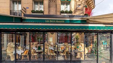 Zamknięta restauracja na Boulevard Saint Germain w Paryżu, styczeń 2021 r.