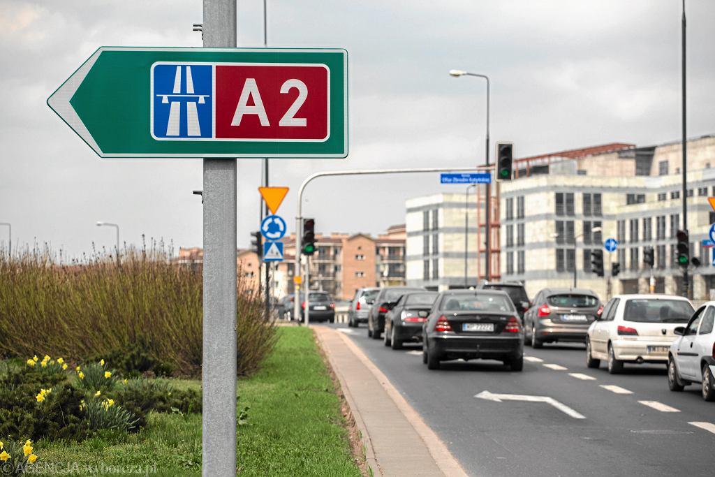 Drogowskaz wskazujący zjazd na autostradę A2