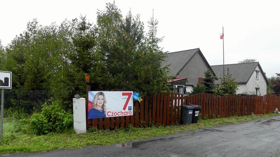 Eurowybory 2019. Kandydatka PiS Katarzyna Czochara jest związana z Moszczanką. Inni politycy tam nie docierają.