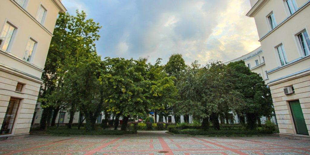 Okrąglak, przy ul. Andersa 13 na Muranowie