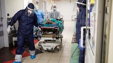 """Padł nowy rekord zajętych łóżek i respiratorów. """"Ponad 30 tys. hospitalizowanych jest bardzo realne"""""""