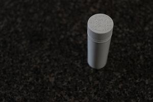 Dwutlenek tytanu w kosmetyce, lekach i pożywieniu. Czy jest bezpieczny dla zdrowia?
