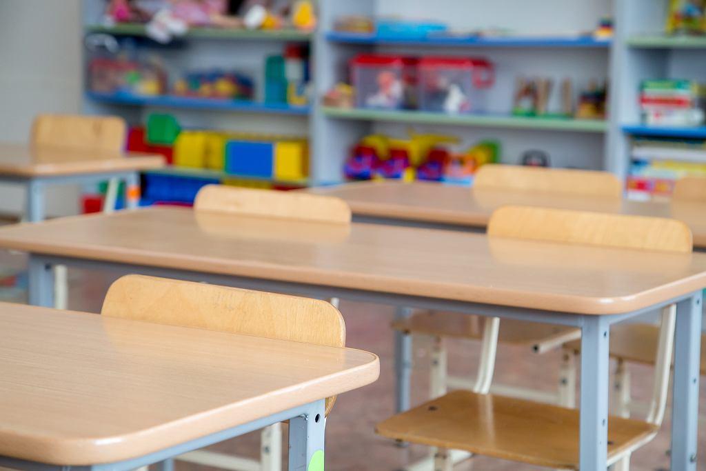 Nauka zdalna w klasach 1-3 i nauka zdalna w przedszkolu. Powrót do placówek w kwietniu stoi pod znakiem zapytania
