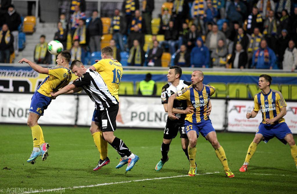Arka Gdynia - Sandecja Nowy Sącz 0:0. Na zdjęciu od lewej: Michał Rzuchowski, Bartosz Ślusarski, Sławomir Cienciała, Mateusz Cichocki