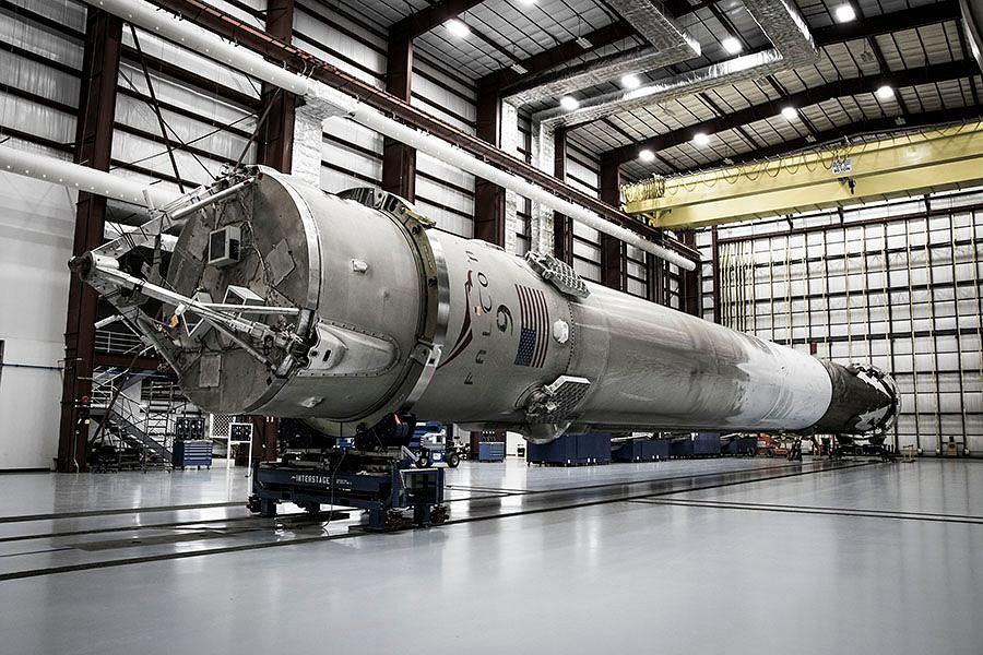 Rakieta Falcon 9 wyniosła kapsułę Dragon w przestrzeń kosmiczną