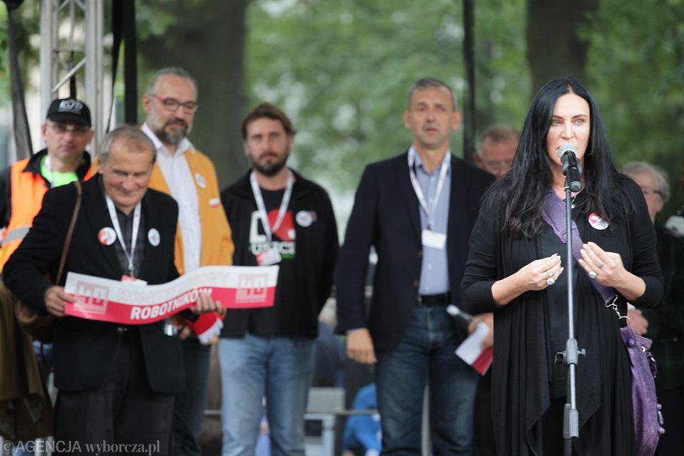 Kayah podczas marszu Komitetu Obrony Demokracji  pod hasłem: 'Jedna Polska -  Dość Podziałów'. Warszawa, 24 września 2016