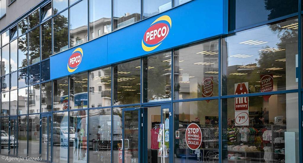 Pepco sprzedaje modne trampki za 30 zł. To model, który zrobi furorę wśród kobiet (zdjęcie ilustracyjne)