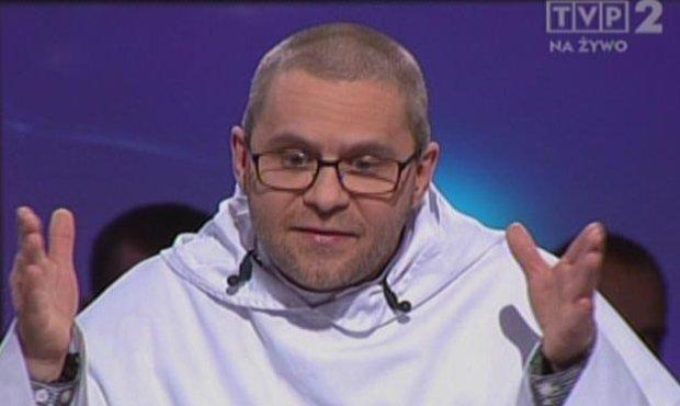 Dominikanin o. Paweł Gurzyński w studiu TVP