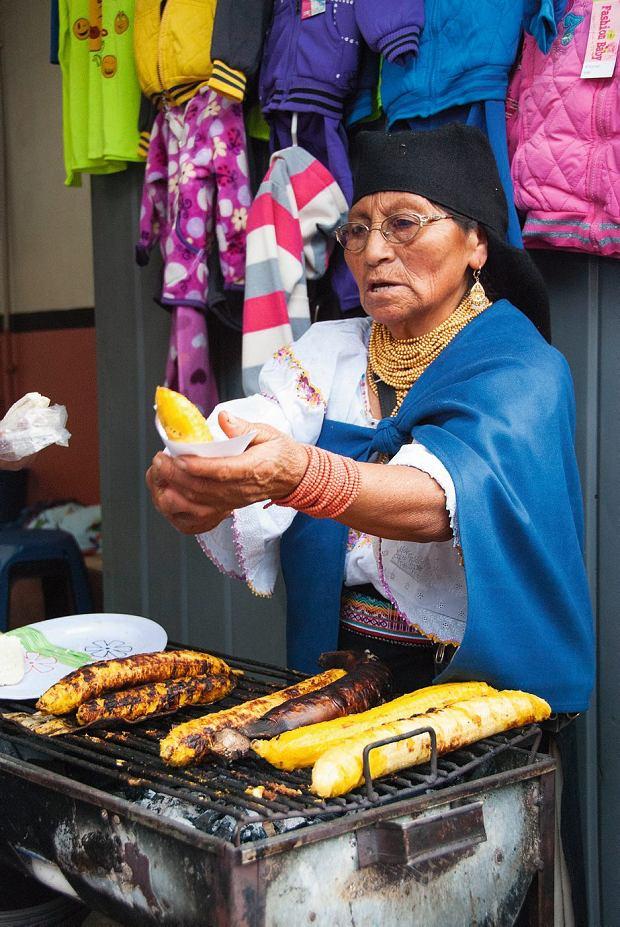 W Ekwadorze nie zgłodniejemy, na zdjęciu wart spróbowania banan pieczony na węglach inadziewany białym serem