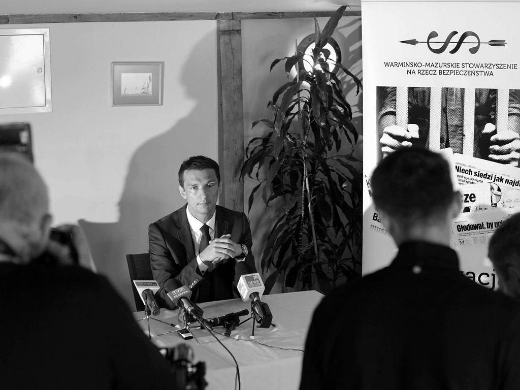 Tobiasz Niemiro na konferencji prasowej w 2013 roku