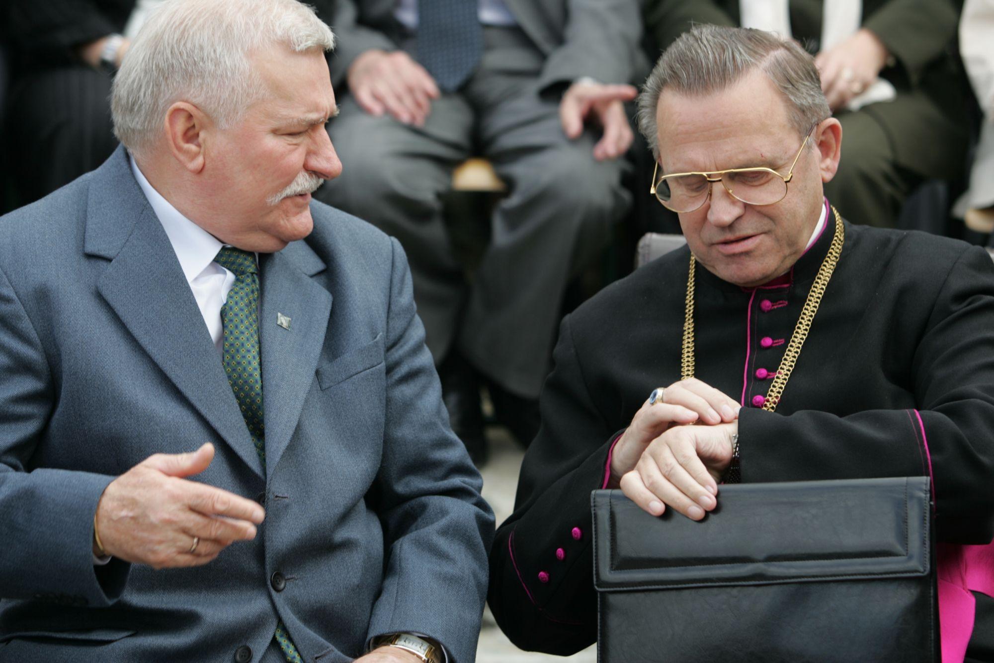 Lech Wałęsa i ksiądz Henryk Jankowski (fot. Damian Kramski / AG)