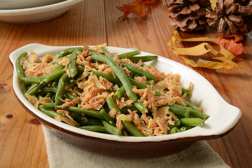 Fasolka szparagowa z bułką tartą to tradycyjna potrawa.