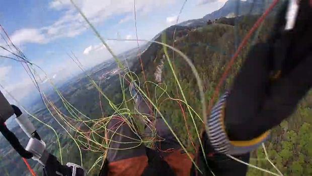 Paralotniarz zaplątał się w spadochron i zaczął spadać. Przerażające nagranie [WIDEO]