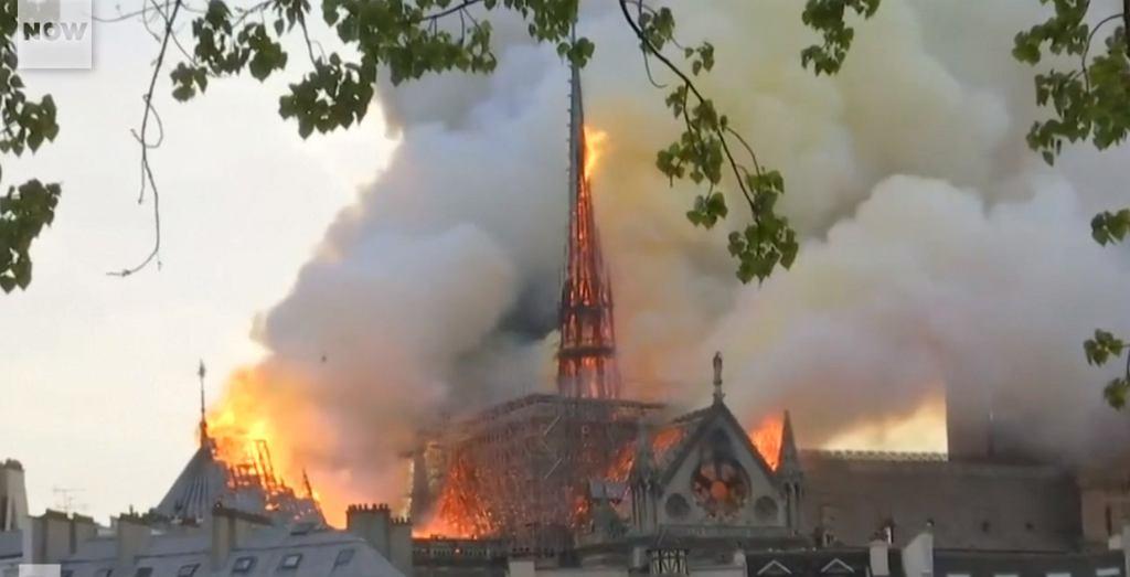 Płonąca katedra Notre Dame