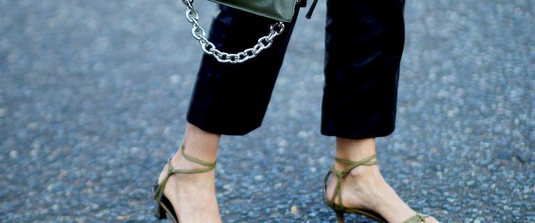 Polki pokochały te eleganckie sandały na pasku! Koniakowy model kupisz już za 40 złotych