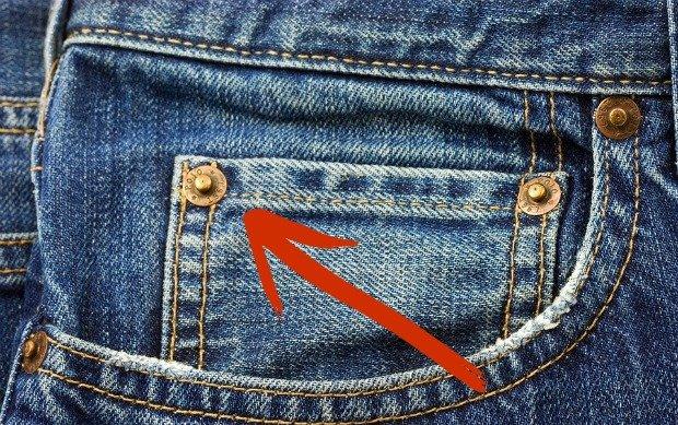 Kieszeń jeansów z nitami