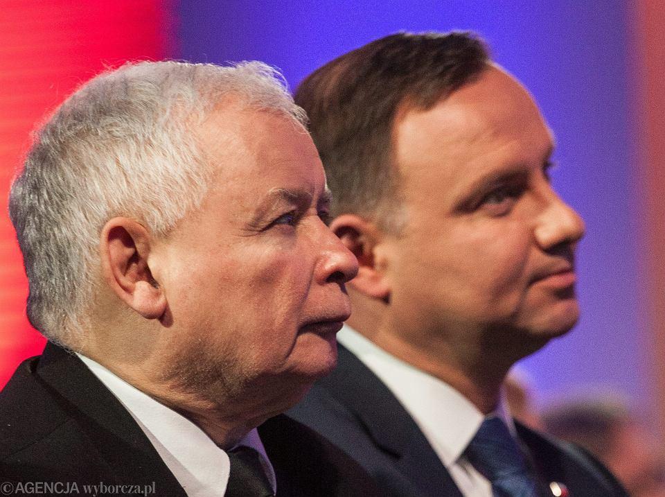 Jarosław Kaczyński i Andrzej Duda podczas nadania KSAP - Krajowej Szkole Administracji Publicznej im. Lecha Kaczyńskiego. Warszawa, 12 stycznia 2017