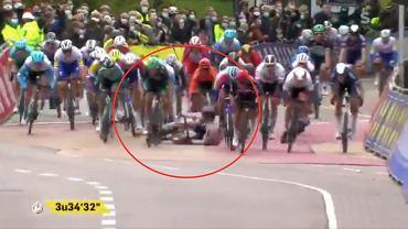 Wypadek Augusta Jensena podczas wyścigu kolarskiego Scheldeprijs w Belgii. Źródło: Twitter/ WCSBIKE