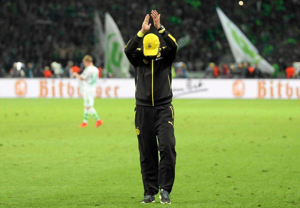 Smutny Juergen Klopp żegna się z kibicami Borussii Dortmund