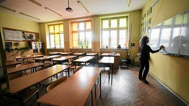 Pusta sala w I Gimnazjum. Rodzice solidaryzując się z protestującymi w 2017 r. nauczycielami nie posyłali dzieci do szkoły. Łódź, 10 marca 2017