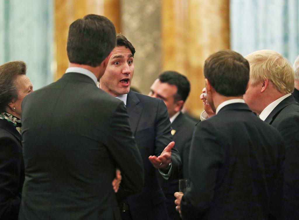 Bankiet przed szczytem NATO, rozmowy z udziałem Trudeau, Johnsona, Rutte i Macrona