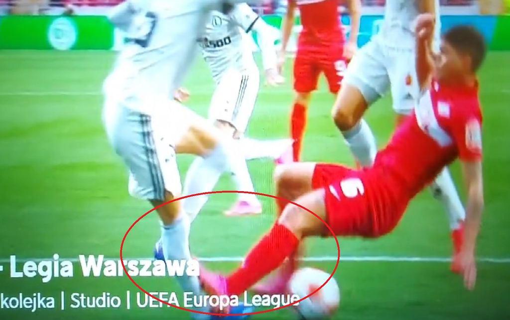 Faul na Mladenoviciu w meczu Spartak - Legia Warszawa