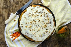 Ciasto marchewkowe - prosty sposób na słodką przyjemność. Mamy również przepis bez jajek!