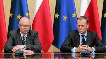 Andrzej Seremet i Donald Tusk. Premier podpisał sprawozdanie prokuratora generalnego