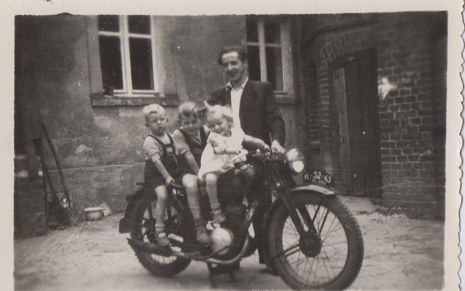 Motor taty. Jak widać hit na wsi. Lata 50-te lub początek lat 60-tych.