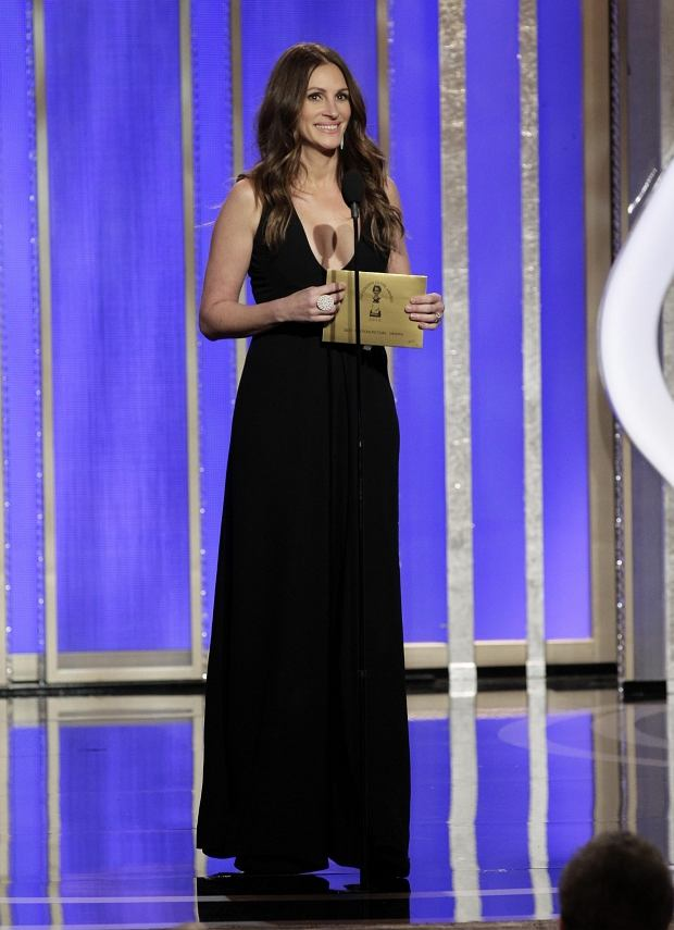 This image released by NBC shows presenter Julia Roberts during the 70th Annual Golden Globe Awards at the Beverly Hilton Hotel on Jan. 13, 2013, in Beverly Hills, Calif.  (AP Photo/NBC, Paul Drinkwater)