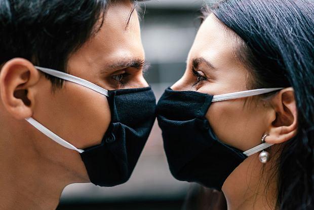 Dr Robert Kowalczyk: Wiele związków się w pandemii rozpadło, ale myślę, że wiele się też zrodziło / Fot. Shutterstock.com
