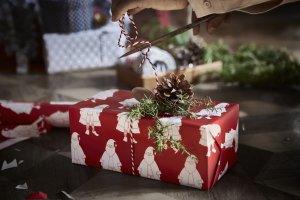 Pakowanie prezentów: ozdobne papiery i torebki na prezenty