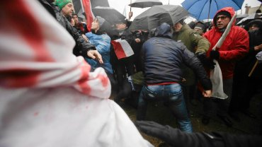 Manifestacja KOD na placu Solidarności w Gdańsku
