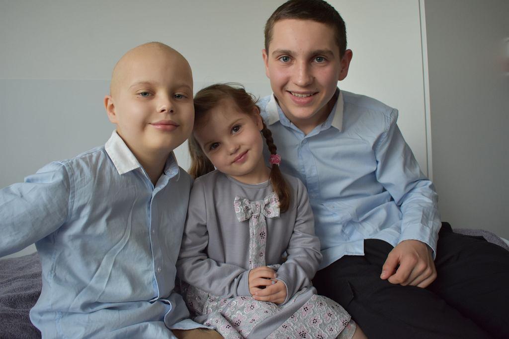 Chory na białaczkę Wojtek, pacjent wrocławskiej kliniki Przylądek Nadziei. Podczas leczenia wspierało go rodzeństwo: Emilka i Grzesiek