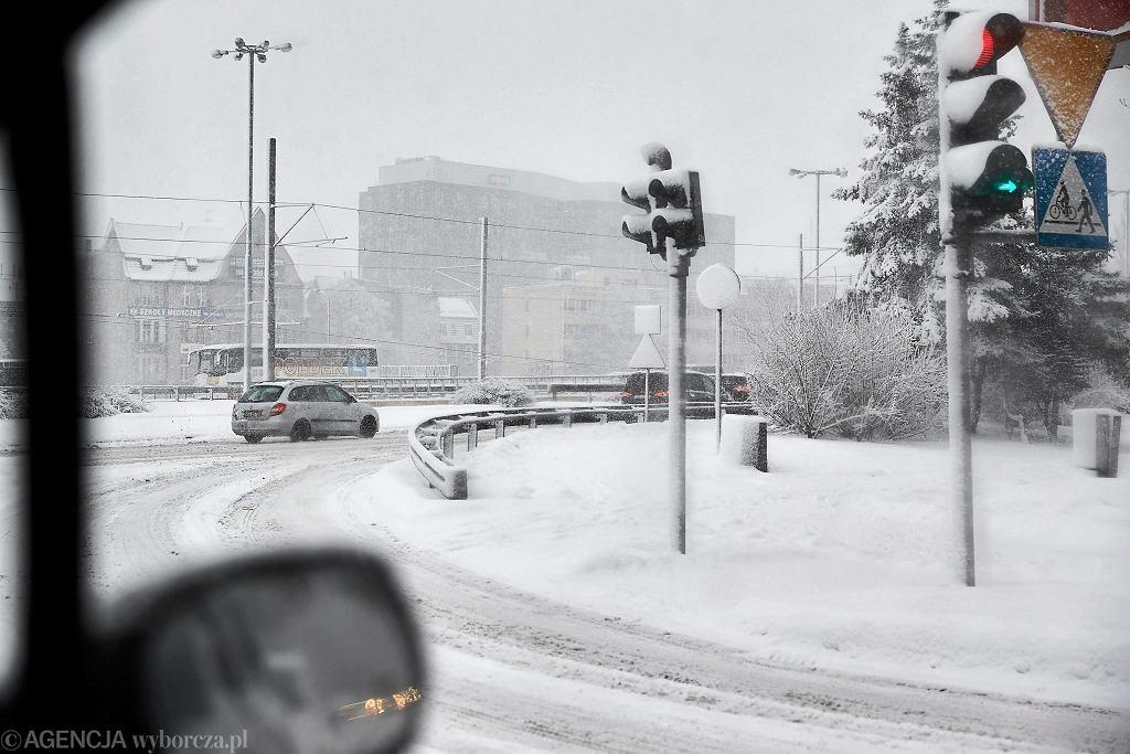 IMGW ostrzega: silny mróz, zawieje śnieżne i nawet do pół metra