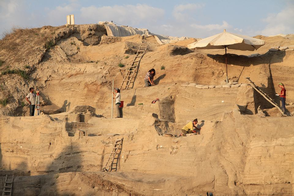 Badania kopca osadów w As?kl? Höyük
