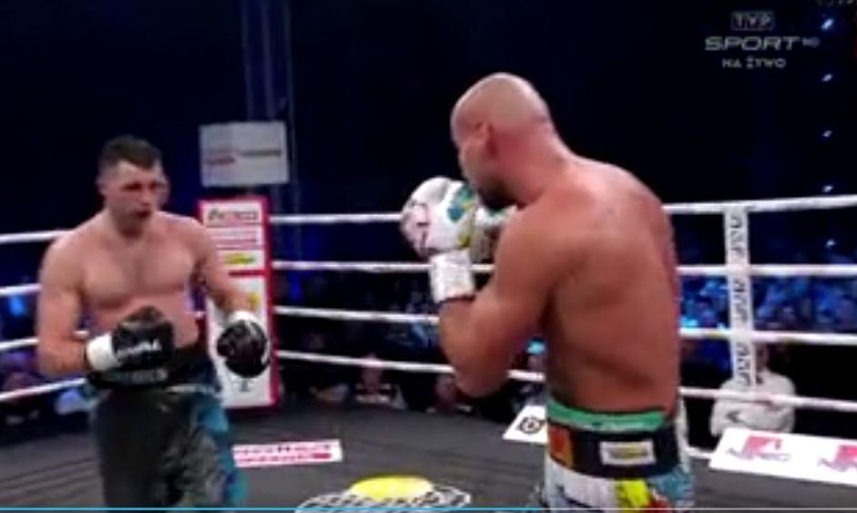 Artur Szpilka podczas walki na gali w Łomży