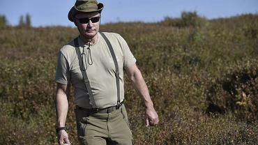 Prezydent Władimir Putin latem 2018 r. na grzybobraniu na Syberii. W niedalekiej przyszłości ten, kto ośmieli się z niego żartować zostanie przykładnie ukarany