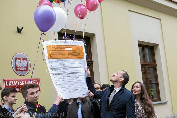 Happening: Partia Wolność Korwina puszcza PIT w kosmos , 28 kwietnia 2017.