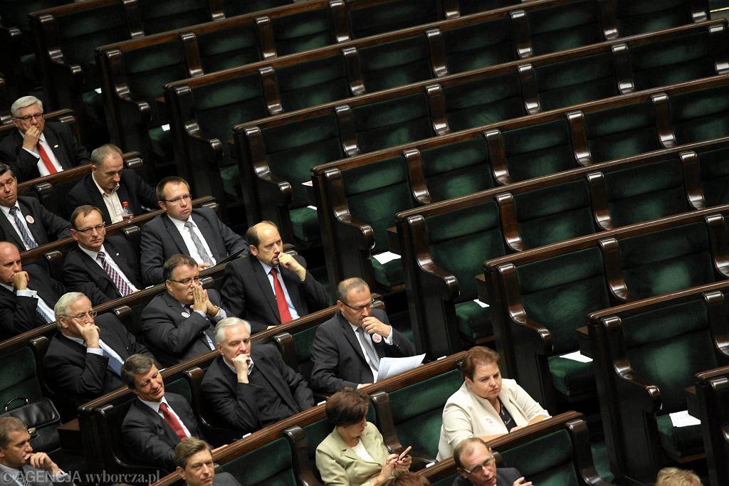 Puste ławy sejmowe 13 września 2013 r. Posłowie PiS nie przyszli na ważne posiedzenie Sejmu - głosowanie nad budżetem