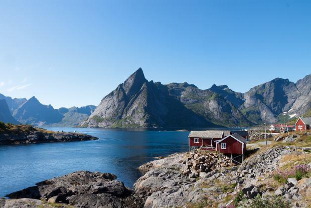 Norwegia Lofoty- Hamnoy, wyspa Moskenesoy. Wyspa ta jest uważana za najbardziej interesującą w całym archipelagu.