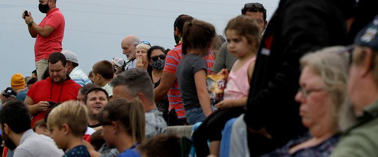 Tłum gapiów przed startem SpaceX. Amerykanie nie posłuchali NASA