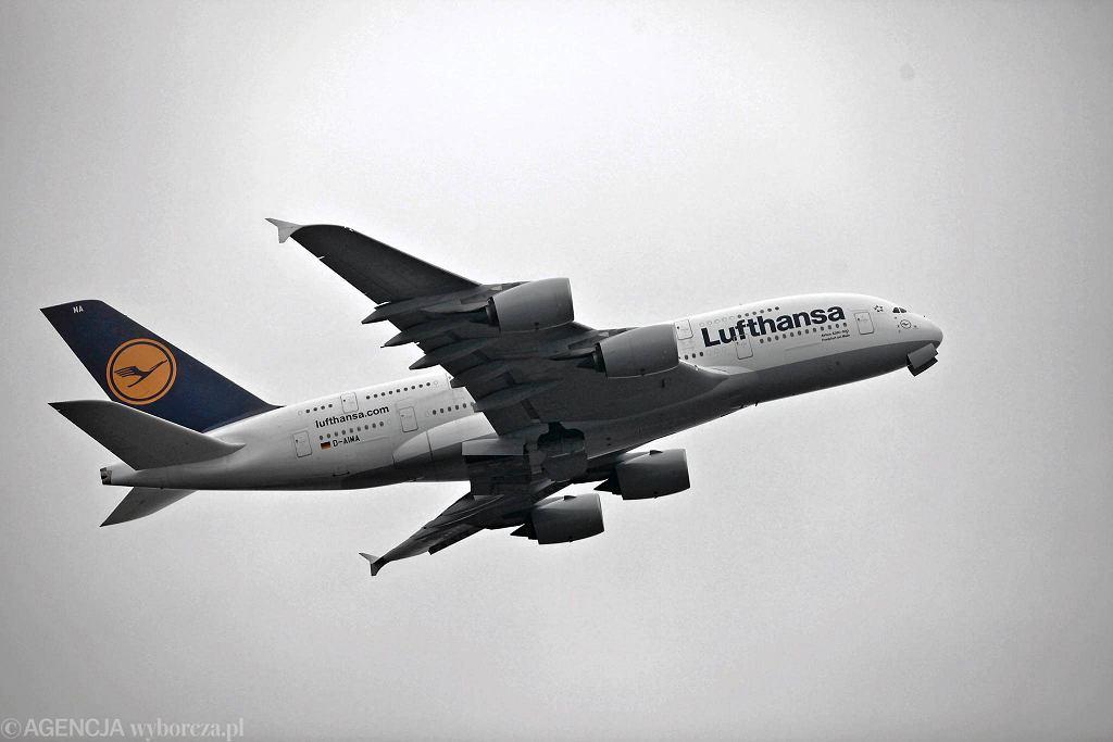 Airbus należący do linii Lufthansa, stary logotyp (zdjęcie ilustracyjne)